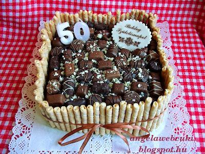 Csokoládés bonbonos torta, csoki pudingos tésztával, étcsokoládés krémmel, különböző bonbonokkal megpakolva.