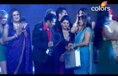 Chuichali bigg boss season 5 winner juhi parmar images with friends