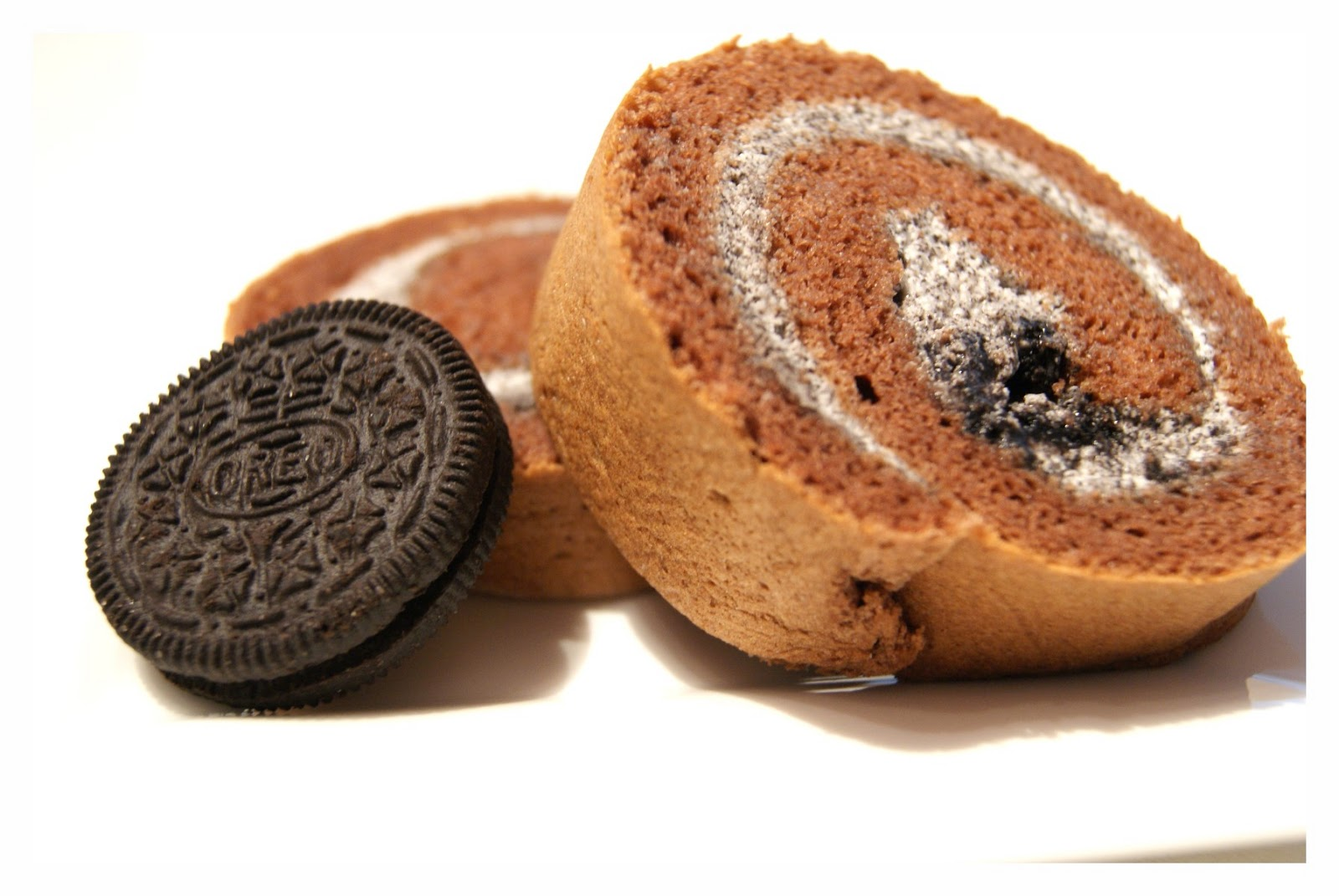 little miss sweetie: Chocolate Cake Roll with Oreo Cream
