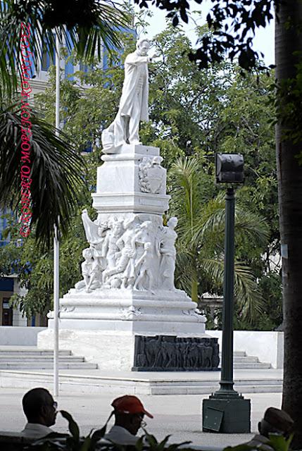 Escultura de José Martí en el Parque Central de La Habana, Cuba