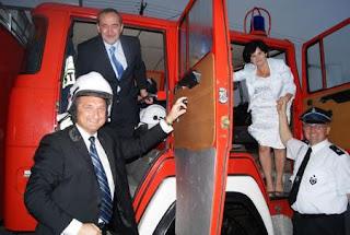 poseł Jacek Bogucki na uroczystości przekazania wozu strażackiego
