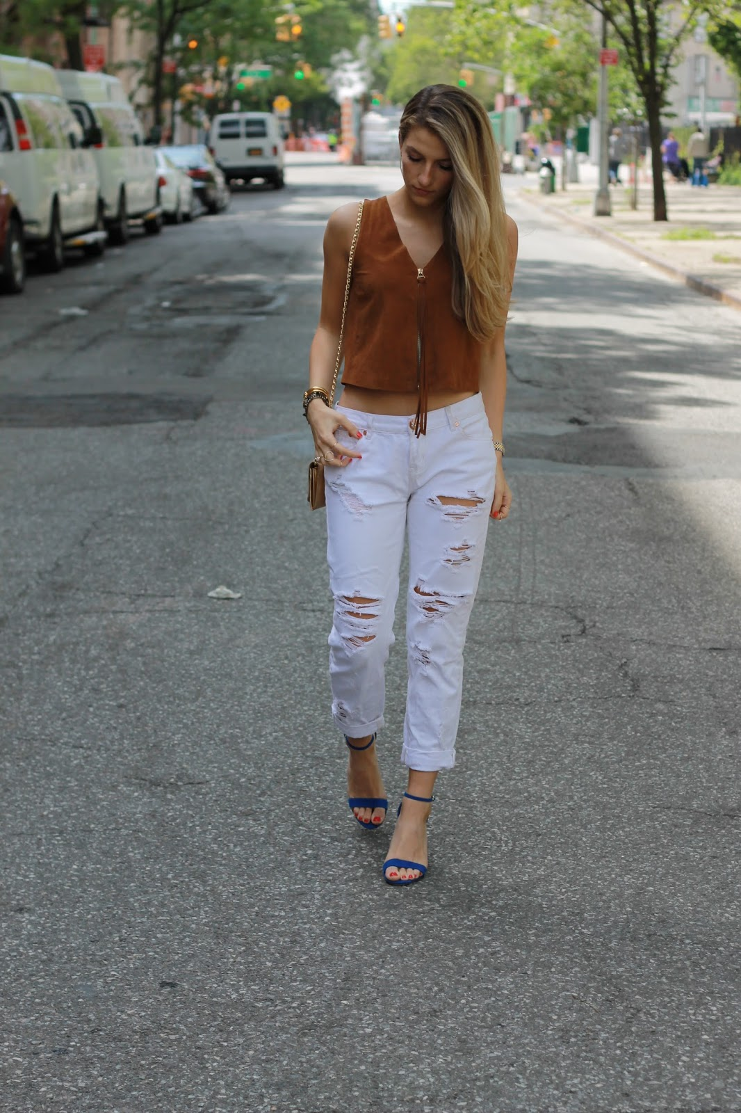 one teaspoon white ripped jeans, white boyfriend jeans outfit