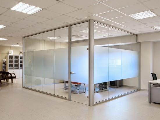 Separaciones con cristal en su negocio cerramientos for Cerramientos oficinas