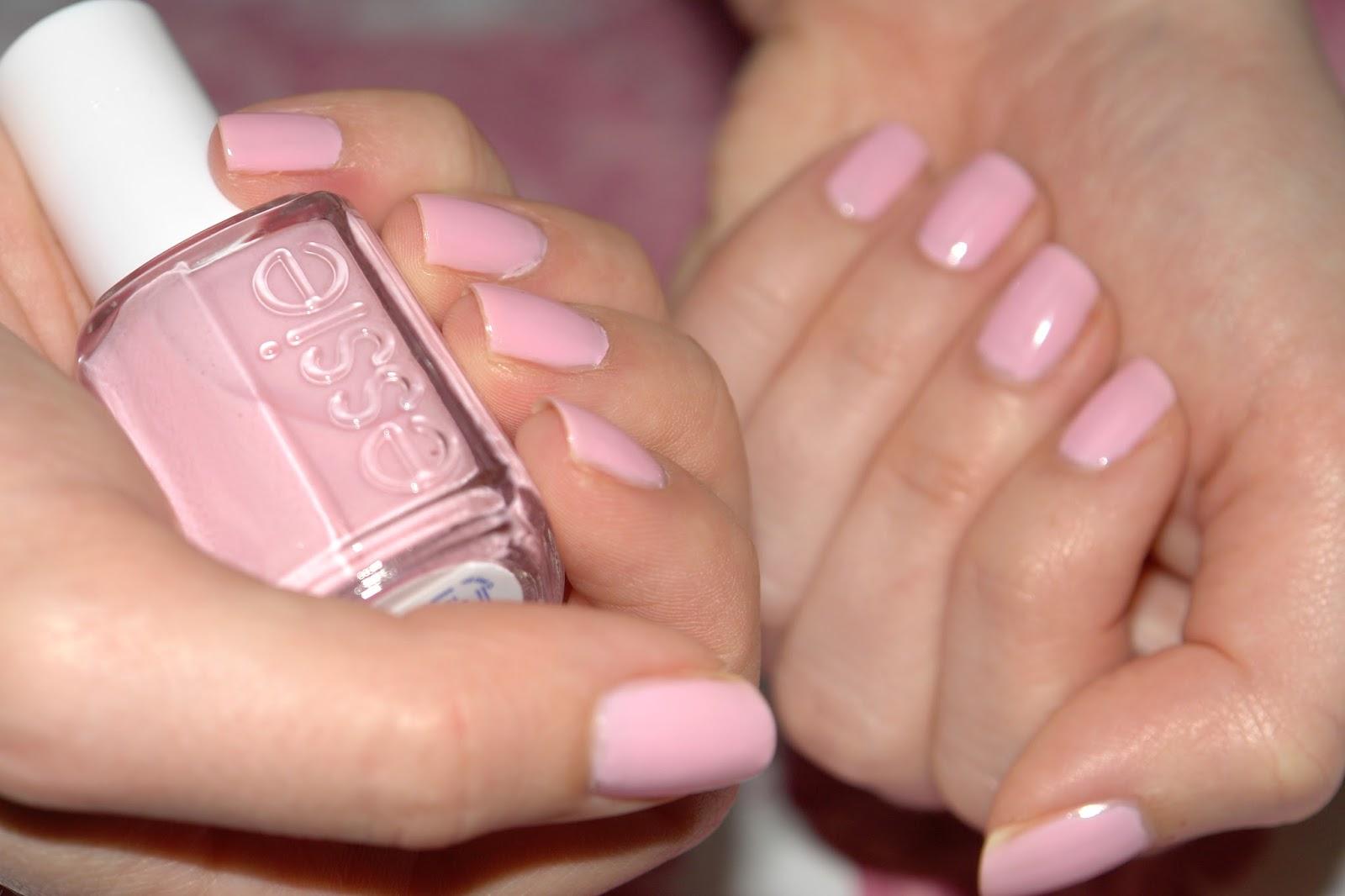 NAILS: Essie Guchi Muchi Puchi, Essie, nail polish, nails, NOTD, pink, review, beauty blog