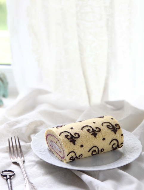ornamental cake roll