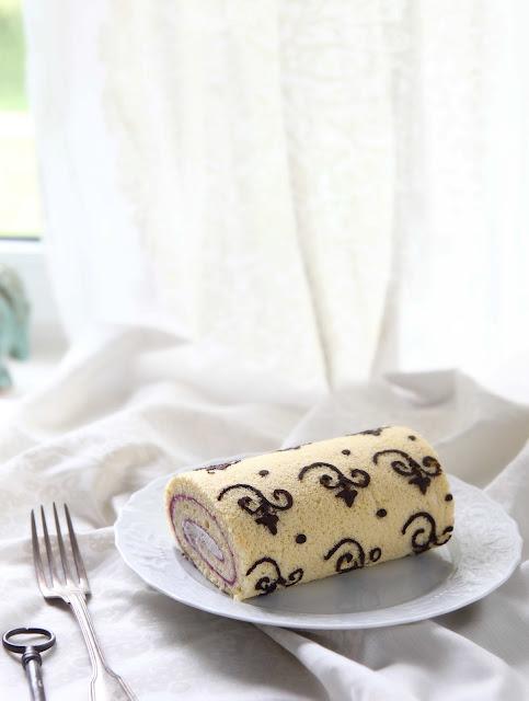 ornamental cake roll