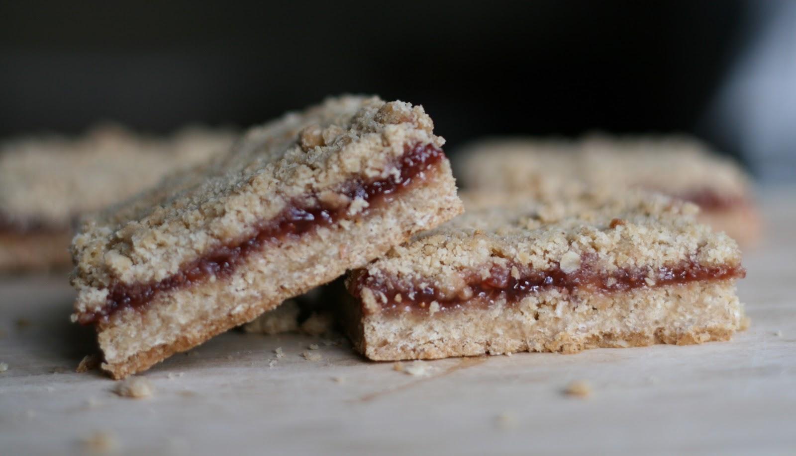 Bake - a - holic: Strawberry Oatmeal Bars