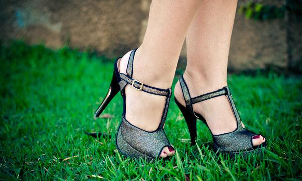 sandália alta de tecido com glitter - bárbara Krás