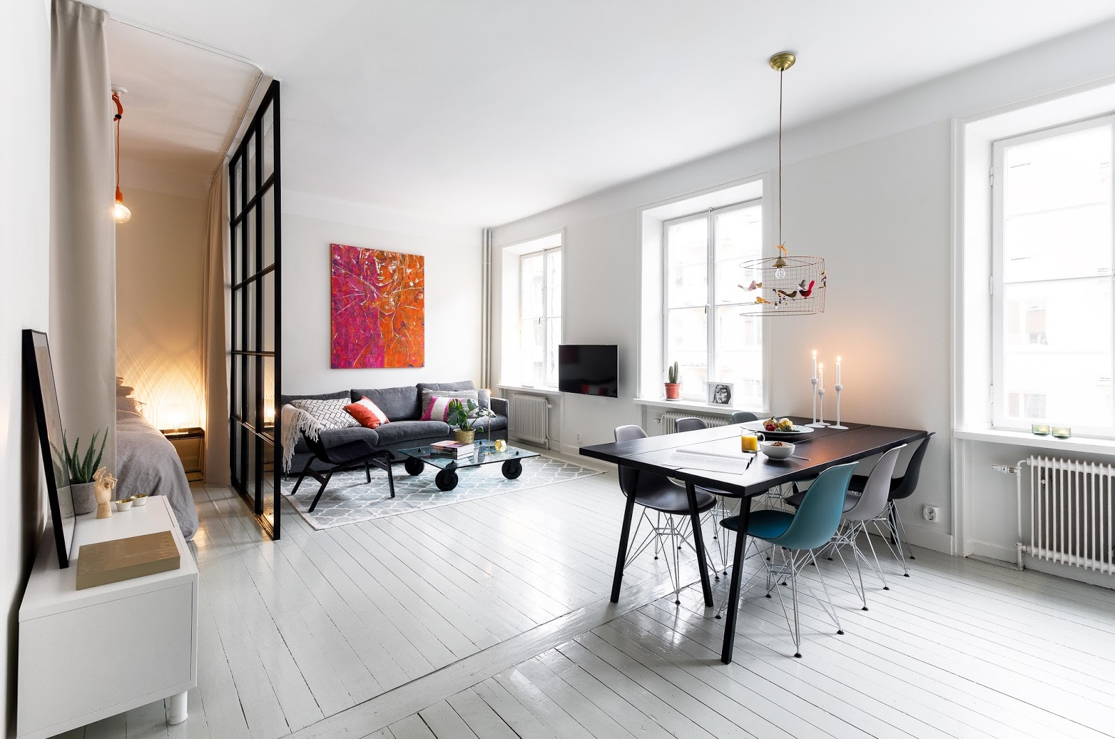 Design attractor white interior with an colorful retro accents - It Is Perfectly Balanced And Decorated Considering Its Small Size I Like The Combination Of The White Floor With Black Furniture And Nice Color Accents