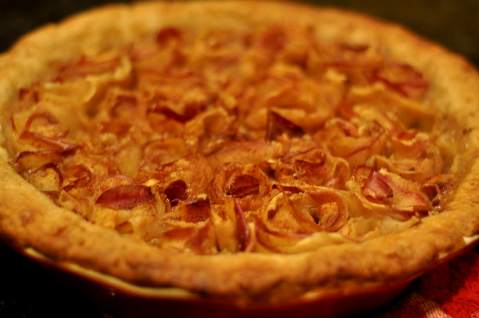 Cooking and Entertaining with Leah: Scrumptious Apple Rose Pie