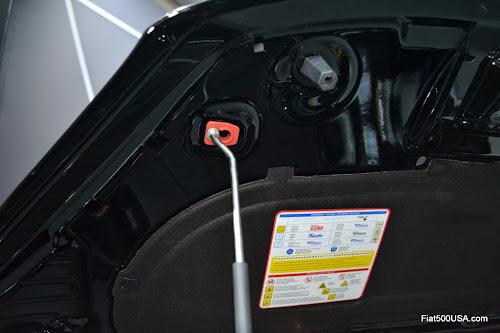 Fiat 500X Hood Prop Rod Detail