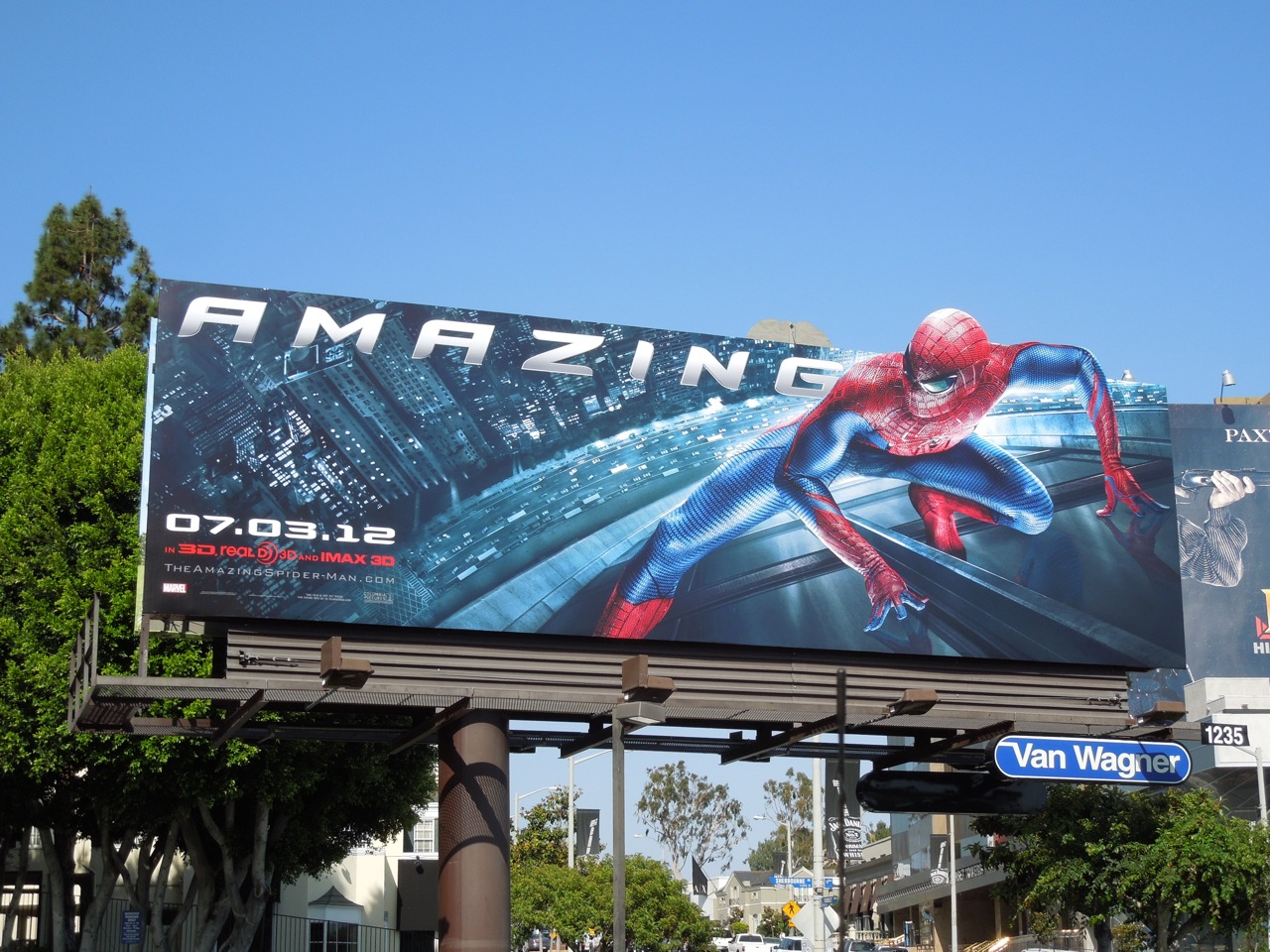 http://2.bp.blogspot.com/-sr3ilt8xs4M/T8pKkwxoTmI/AAAAAAAAsBk/79-ocWmkCO8/s1600/amazing+spiderman+2012+billboard.jpg