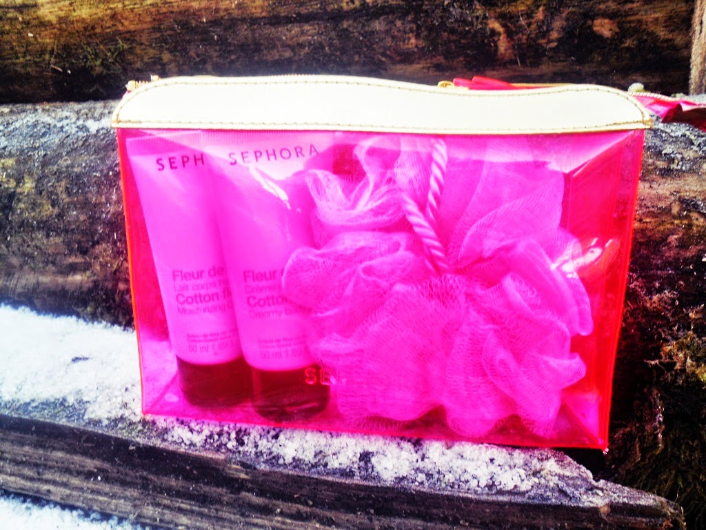 Czy warto kupić zestaw kąpielowy od Sephory? Mała kosmetyczka , Kwiat Bawełny