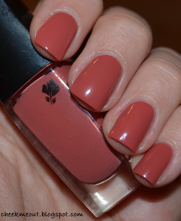 Probably the best picture of madame tulipe nail that we could find