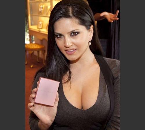 Sunny Leone hot navel