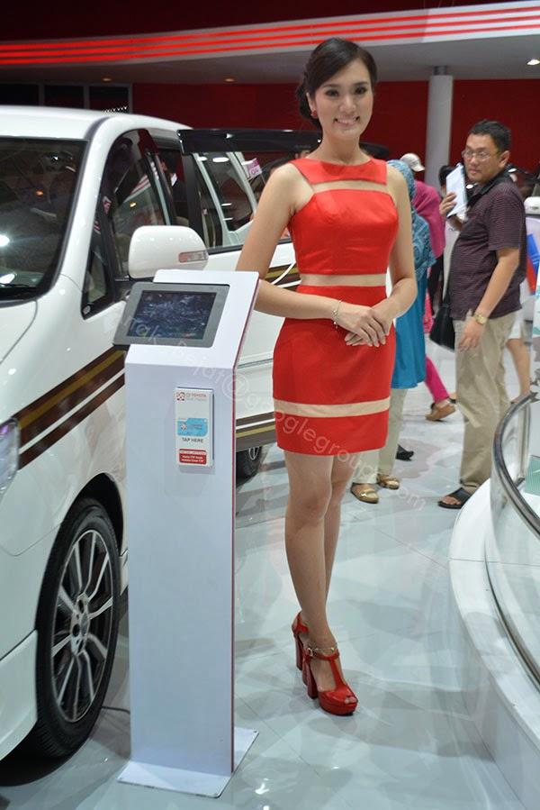 Foto SPG Indonesia International Motor Show 2014