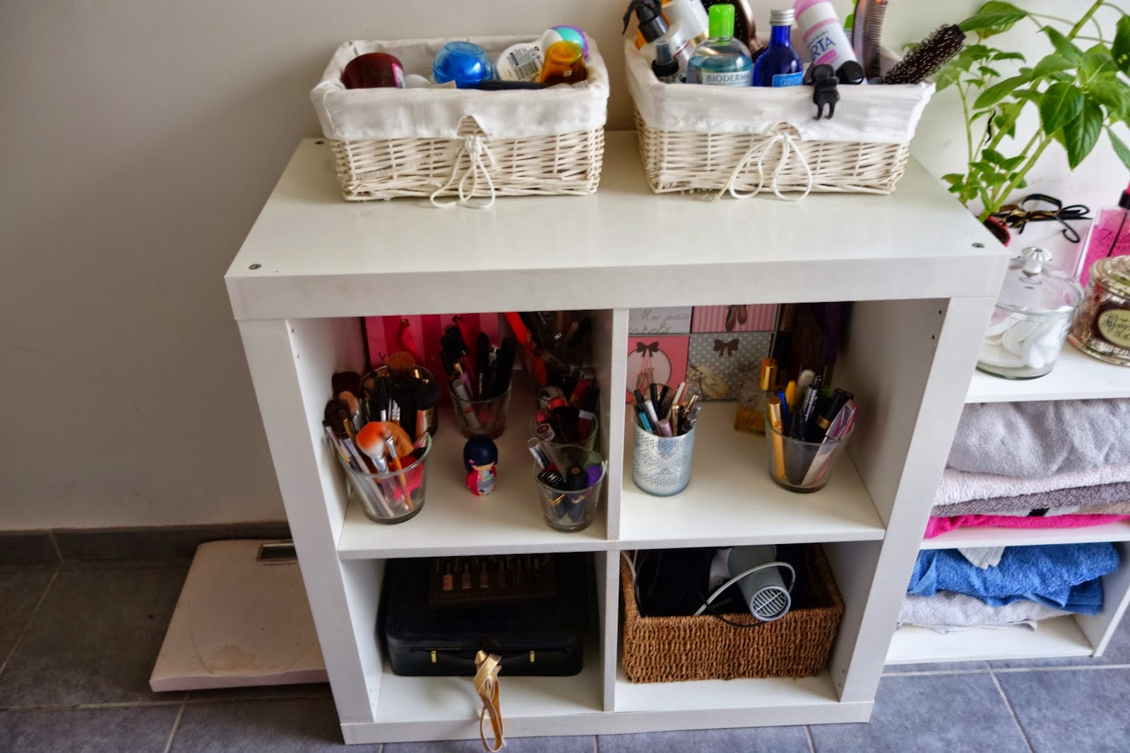 Meuble rangement salle de bain ikea meuble d coration maison for Meuble mural de rangement ikea
