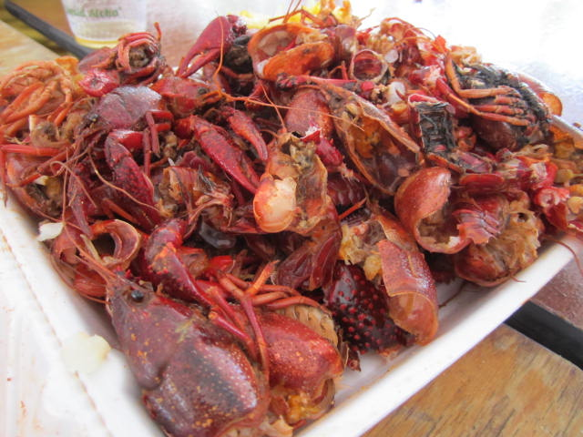 how to make a crawfish table