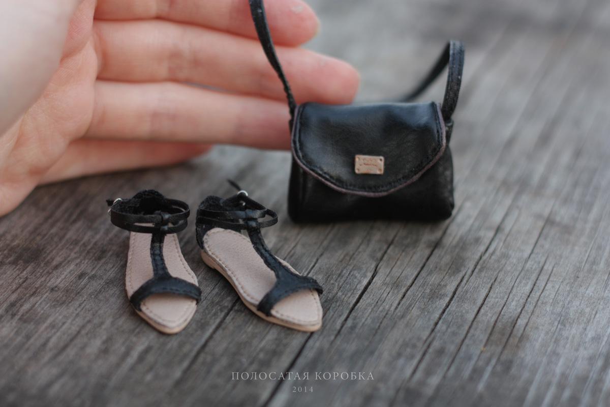 Миниатюрные сандалии и сумочка для куклы