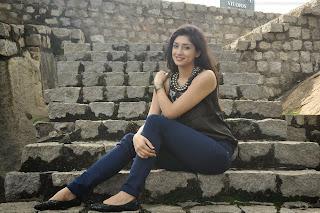 Tanvi Vyas HD Wallpapers (6).jpeg