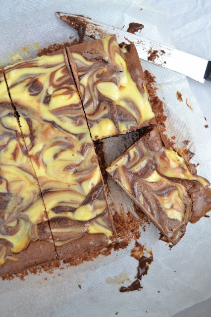 recette de brownie au chocolat et dessins blanc fromage cream cheese