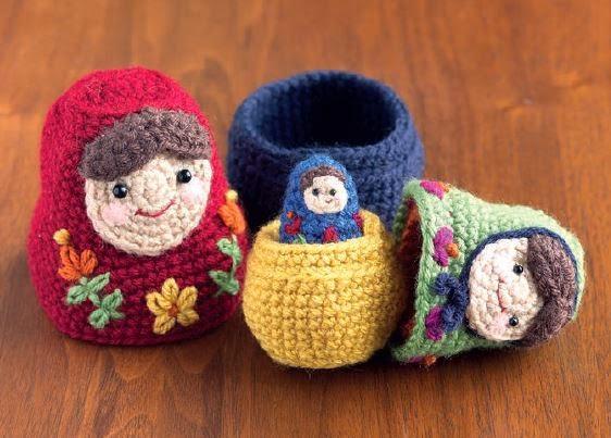 http://www.petalstopicots.com/2013/08/nesting-dolls-cal-matryoshka-pattern-1-large-doll/