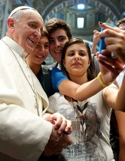 Даже Папа Римский не смог избежать цифрового нарциссизма