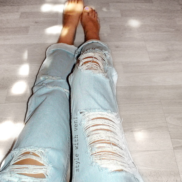 boyfriend ripped jeans outfit