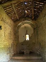Interior de l'ermita de la Santa Creu de la Plana