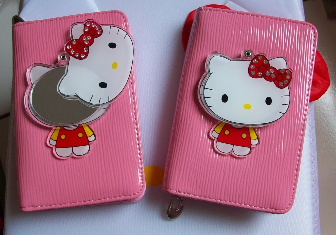 Dompet Kaca Hello Kitty