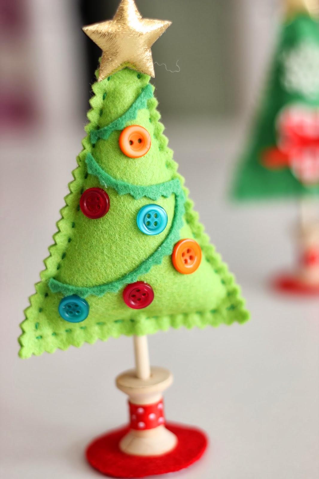 Mi hogar de patchwork arbol de navidad de fieltro for Manualidades para adornos navidenos