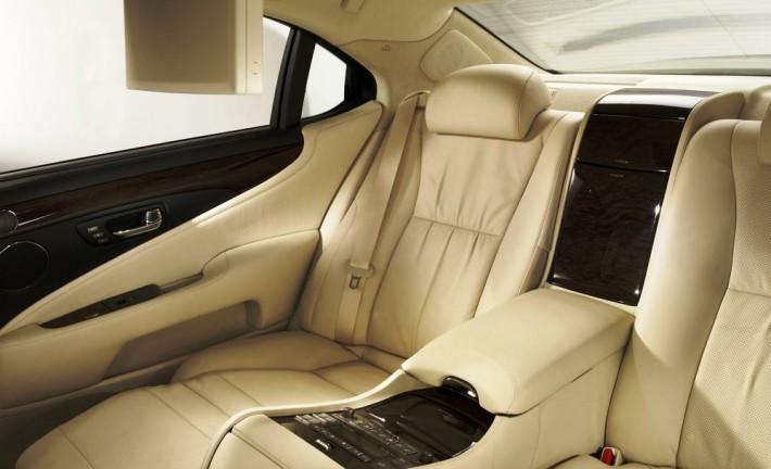 http://2.bp.blogspot.com/-str1Gkb7UE4/Tk2hKbBY1_I/AAAAAAAADoo/vKYk9WlOF78/s1600/2011-Lexus-LS-600h-L-Back-Seats-Silver.jpg