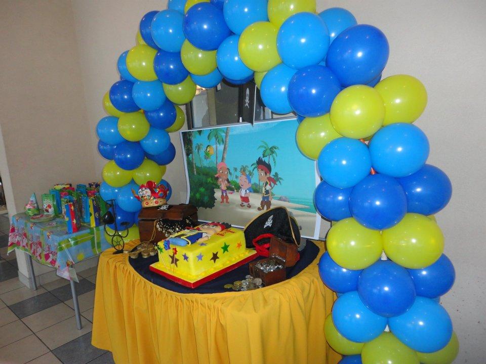 Decoraci n con globos for Yei y los piratas de nunca jamas