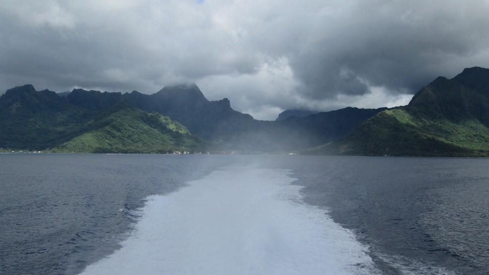 Traversée Moorea - Papeete avec le Terevau par temps gris
