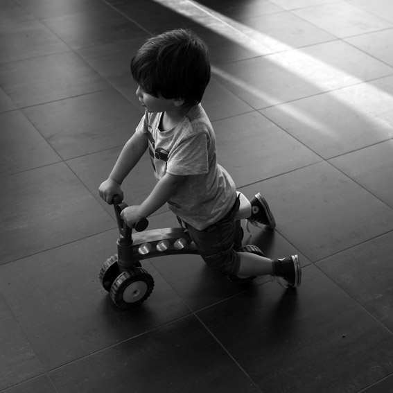 photo, enfant, petit vélo, child bicycle, © dominique houcmant