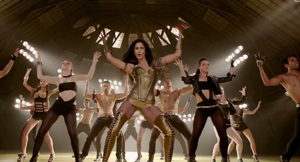 Katrina Kaif hot show in dhoom 3