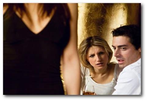 Atención Mujeres! Chequeen 7 alertas que tu novio está mirando a otras féminas