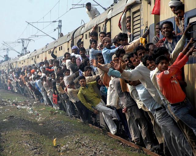 treno affollato indiano