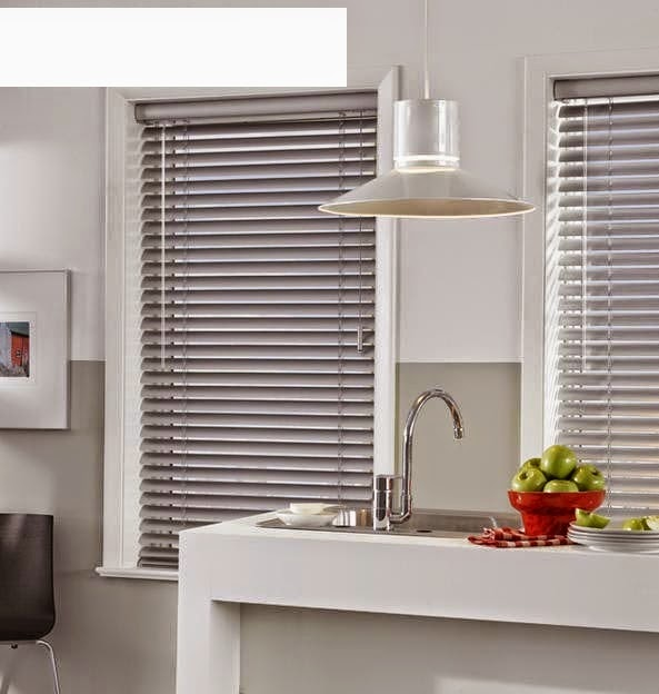 Window blinds best ideas of window coverings for living room for Living room window blinds