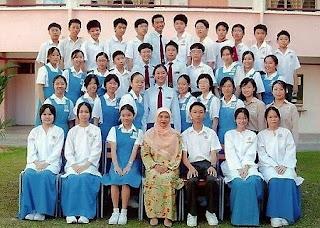 Baju uniform sekolah Malaysia
