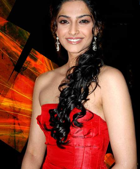 sonam kapoor wallpapers. Sonam Kapoor#39;s Wallpapers