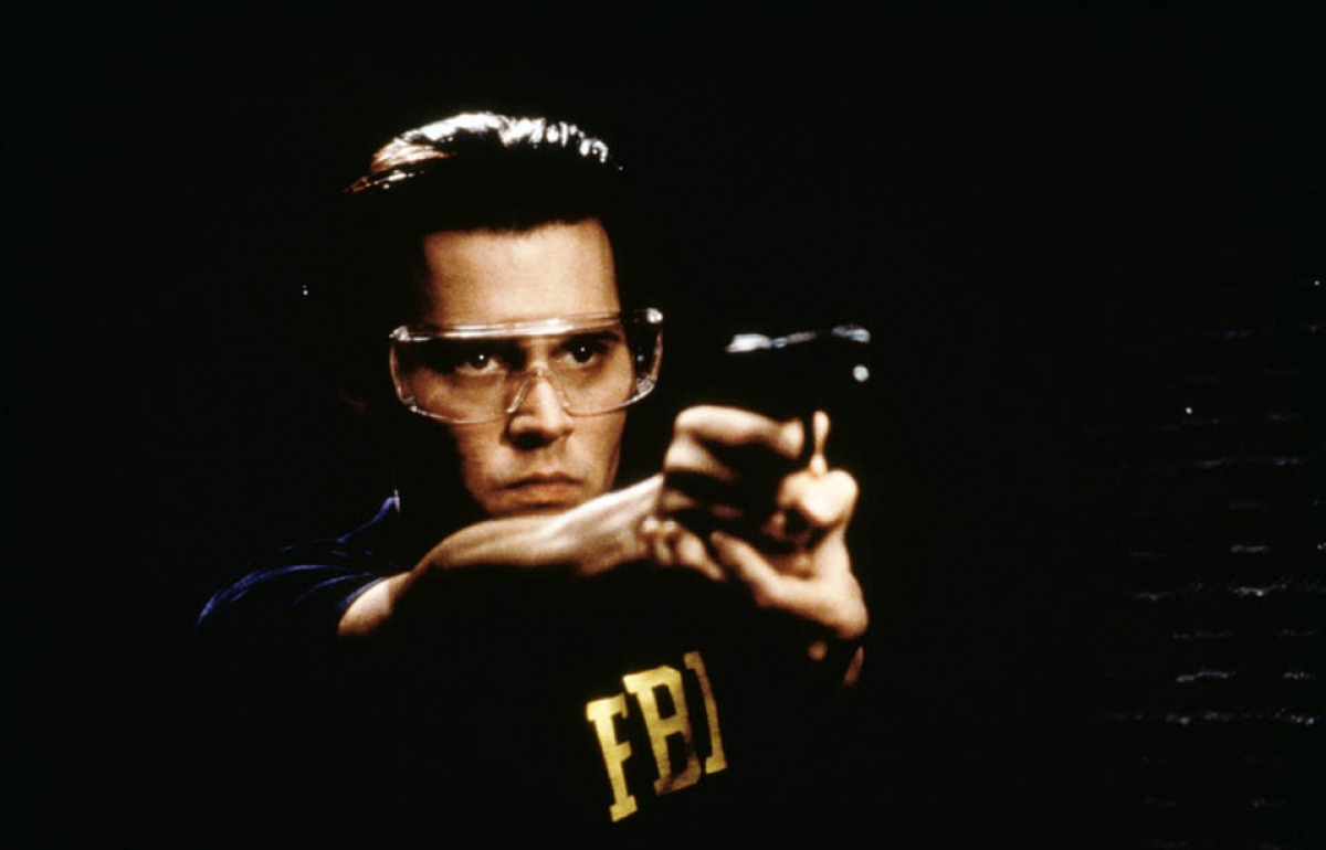 a review of donnie brasco a mobster movie by mike newell Read the empire review of donnie brasco joe pistone is an undercover fbi agent ordered to infiltrate the mob as donnie brasco mike newell sometimes.
