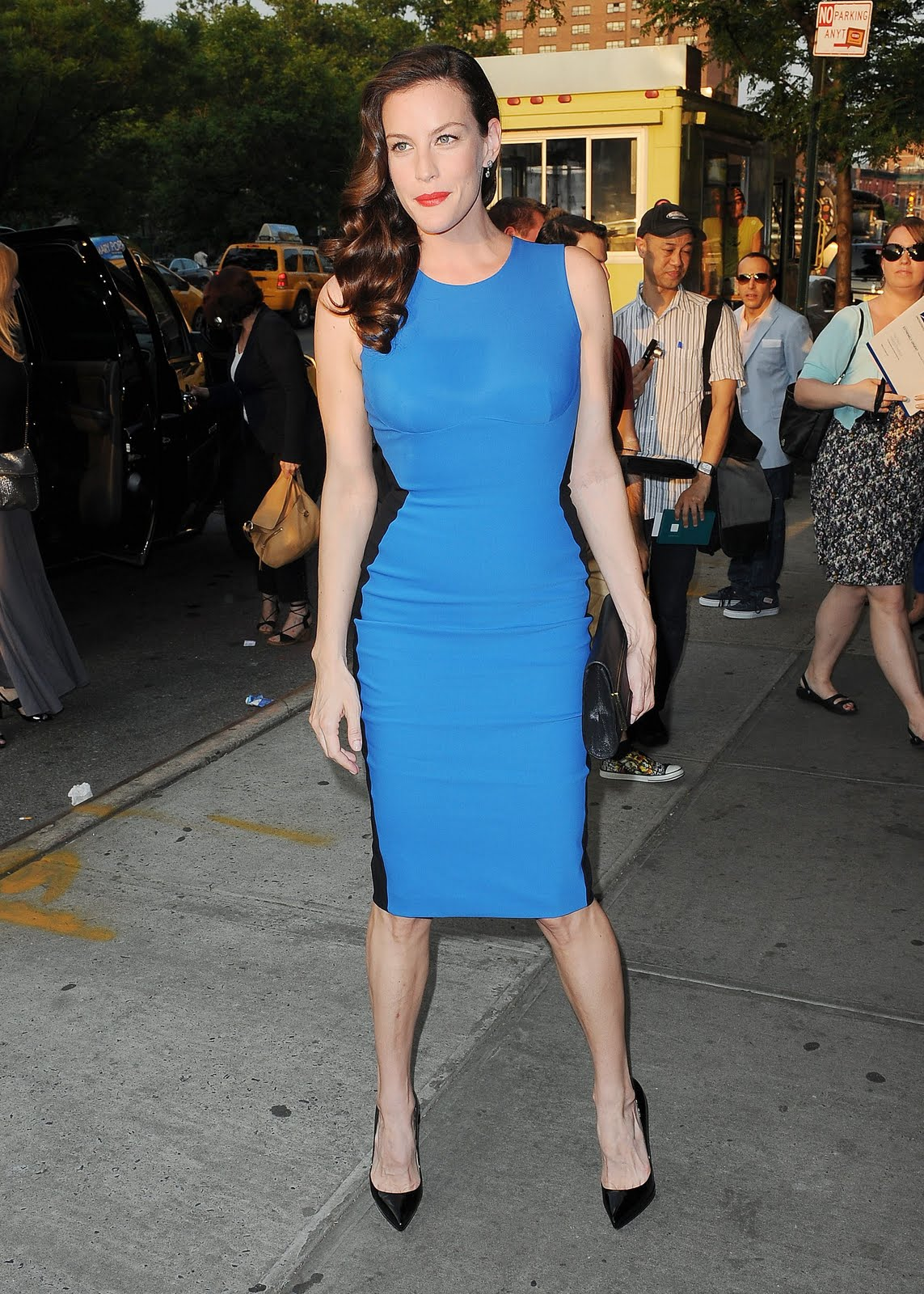 http://2.bp.blogspot.com/-sv2ipguwmJc/TkLYgBvRXBI/AAAAAAAAJh0/yatoebdkb7s/s1600/Liv_Tyler_attends_a_screening_of_The_Ledge_in_New_York_City_June_21_2011_039_123_215lo.jpg