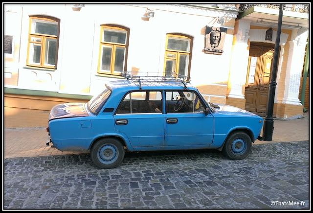 Kiev, Lada bleue