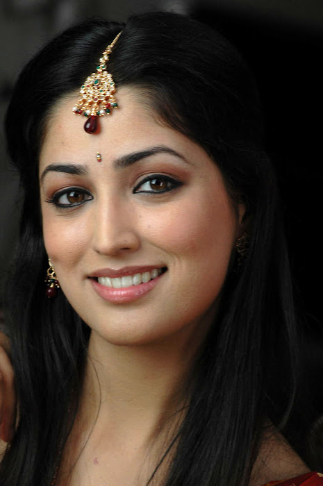 latest Yami Gautam new spicy latest hot photos