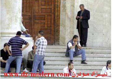 غلق مقر بلدية الولجة بدائرة عمي موسى ولاية غليزان من طرف عشرات الشباب