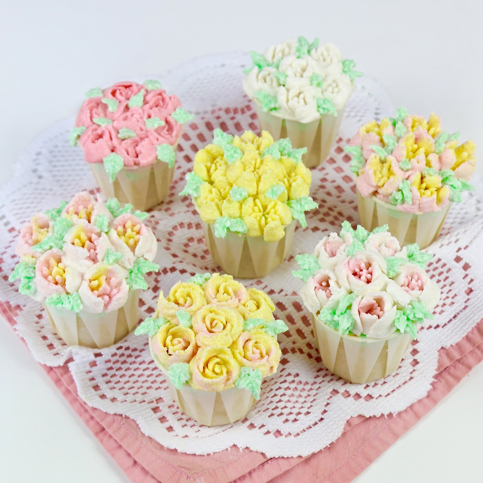 VIDEO Russian Piping Tip Flower Cupcakes Lindsay Ann Bakes