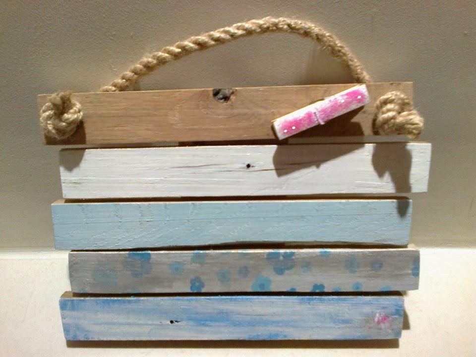 drewniana zawieszka ze starych palet - pomysł na prezent by Odpadak