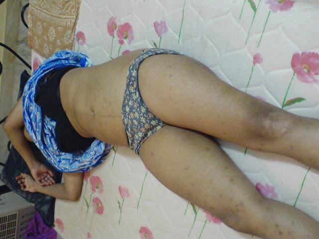 Delhi Aunty Sleeping nude pics