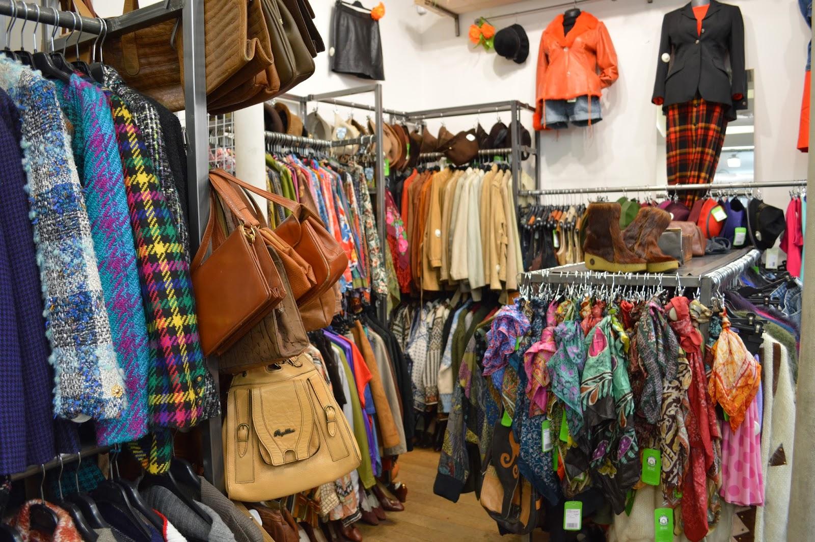 Hippy Market Vintage shopping in Le Marais Paris